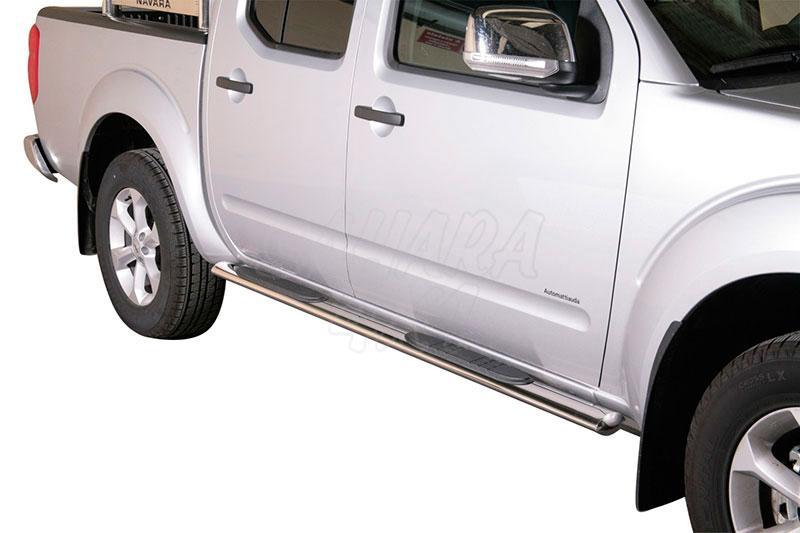 Pareja de estribos en tubo inox, sección oval, con pisantes para Nissan Navara D40 2010- - Para Doble cabina