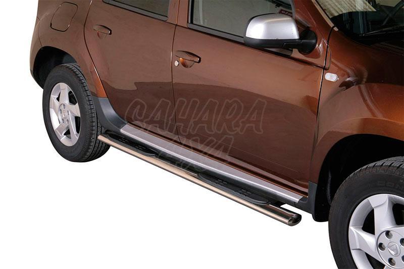 Pareja de estribos en tubo inox, sección oval, con pisantes para Dacia Duster 2010- -