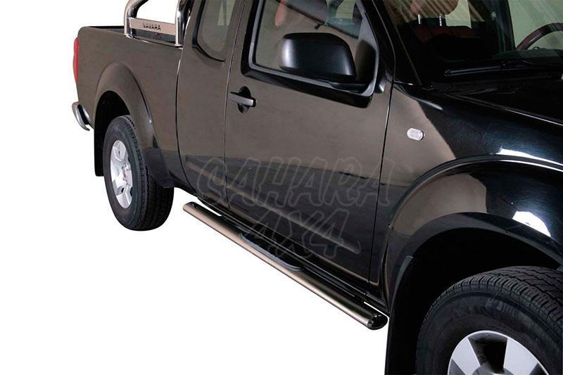 Pareja de estribos en tubo inox, sección oval, con pisantes para Nissan Navara D40 2005-2015