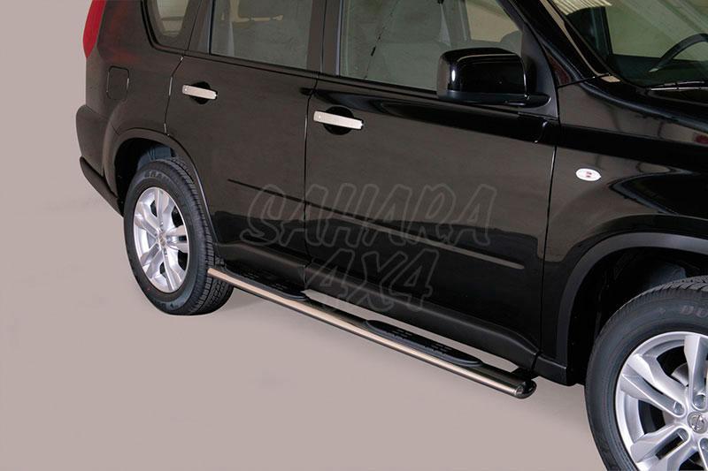 Pareja de estribos en tubo inox, sección oval, con pisantes para Nissan X-Trail 2010-2014 -