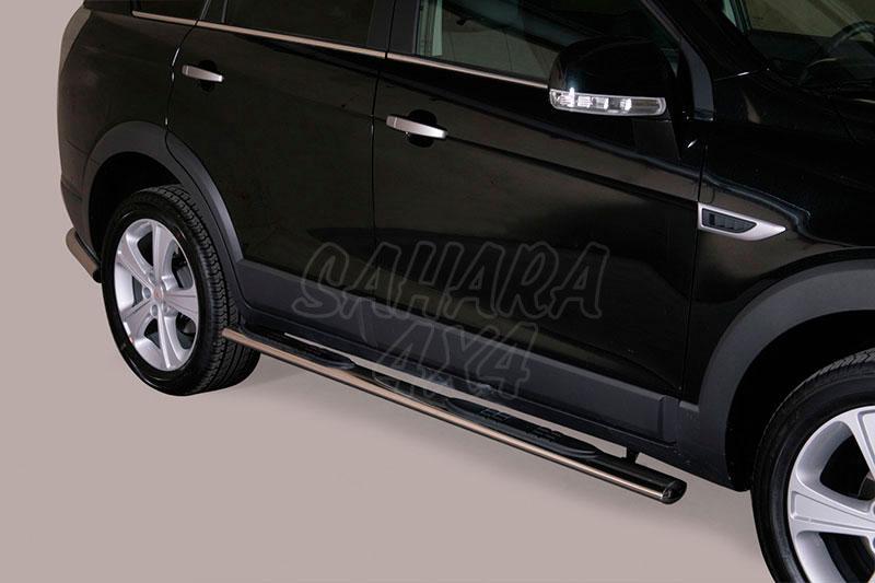 Pareja de estribos en tubo inox, sección oval, con pisantes para Chevrolet Captiva 2011- -