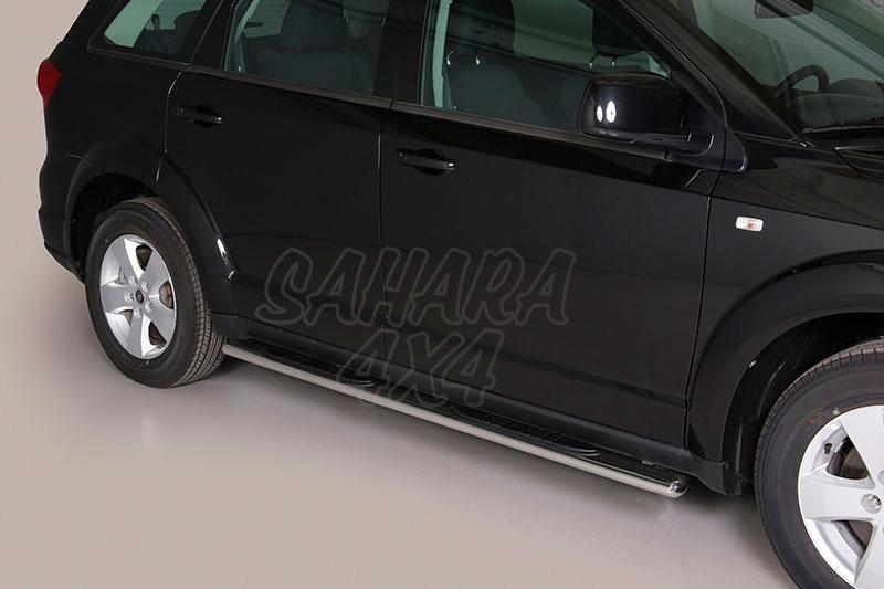 Pareja de estribos en tubo inox, sección oval, con pisantes para Fiat Freemont 2011- -