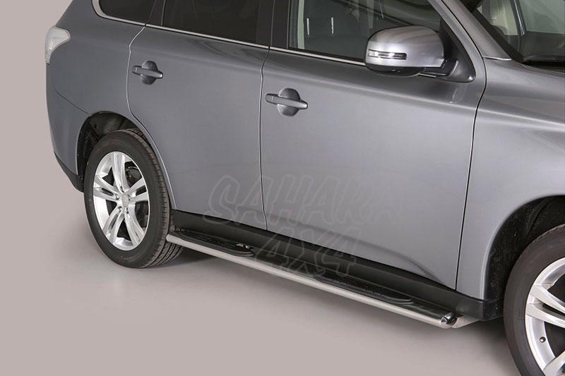 Pareja de estribos en tubo inox, sección oval, con pisantes para Mitsubishi Outlander 2012-2015 -