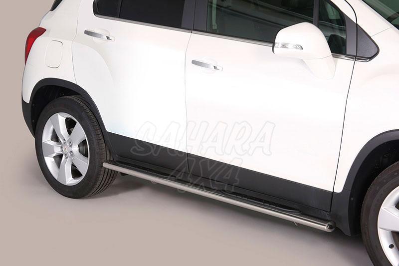 Pareja de estribos en tubo inox, sección oval, con pisantes para Chevrolet Trax 2013- -