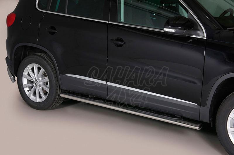 Pareja de estribos en tubo inox, sección oval, con pisantes para Volkswagen Tiguan 2011- -