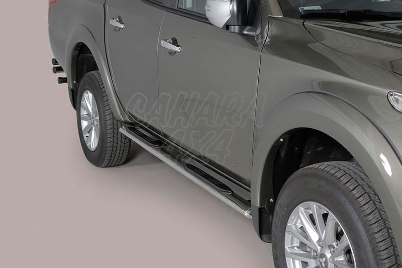 Pareja de estribos en tubo inox, sección oval, con pisantes para Mitsubishi/Fiat - Para L-200 Triton 2015- y Fullback 2016-