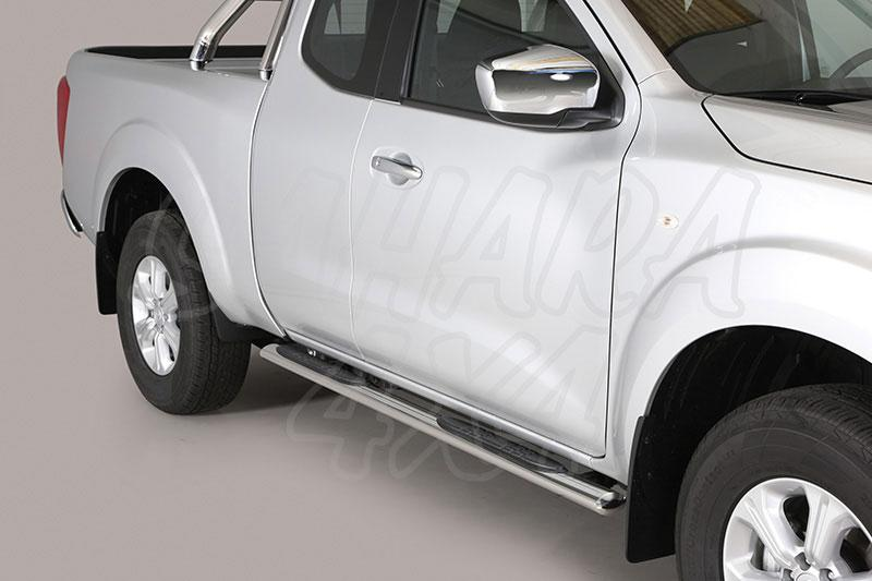 Estribos en tubo inox, sección oval, con pisantes para Nissan Navara D23