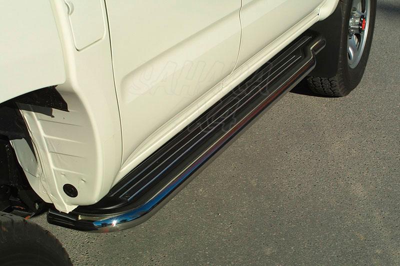 Estribos en plataforma con tubo inox Ø50mm para Toyota Hilux 2002-2005 - Para Doble cabina