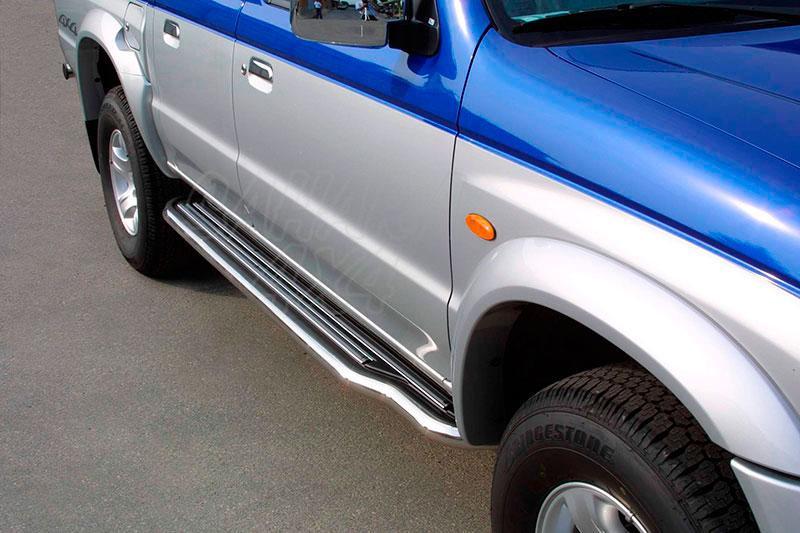 Estribos en plataforma con tubo inox Ø50mm para Mazda B-2500 2004-2006 - Doble cabina