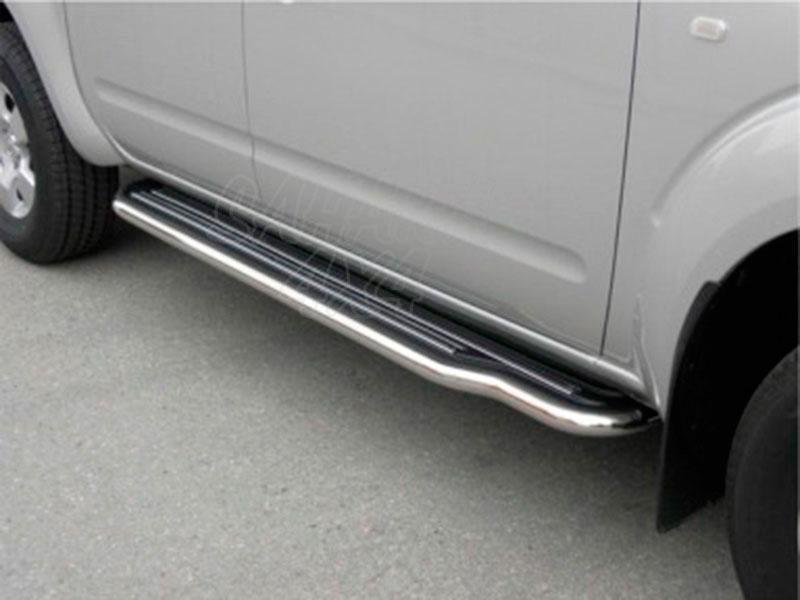 Estribos en plataforma con tubo inox Ø50mm para Nissan Navara D40 2005-2010 - Para Doble cabina