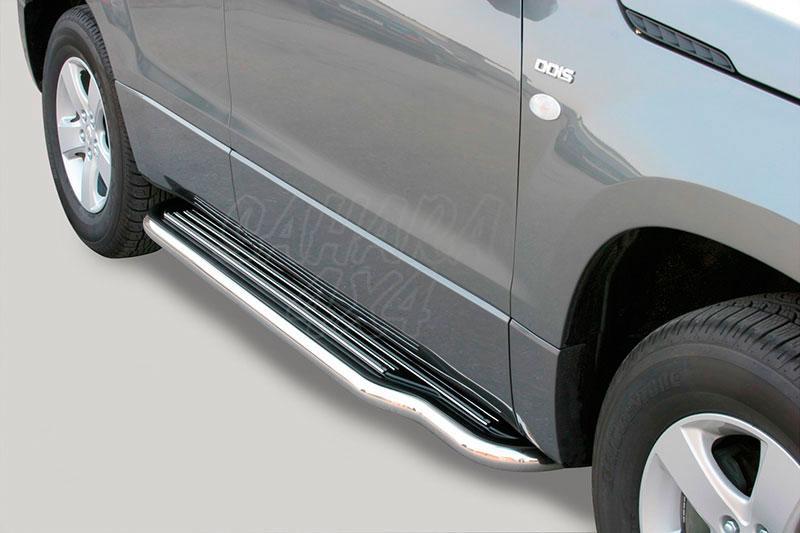 Estribos en plataforma con tubo inox Ø50mm para Suzuki Grand Vitara 2005-2008 - Para 5 puertas