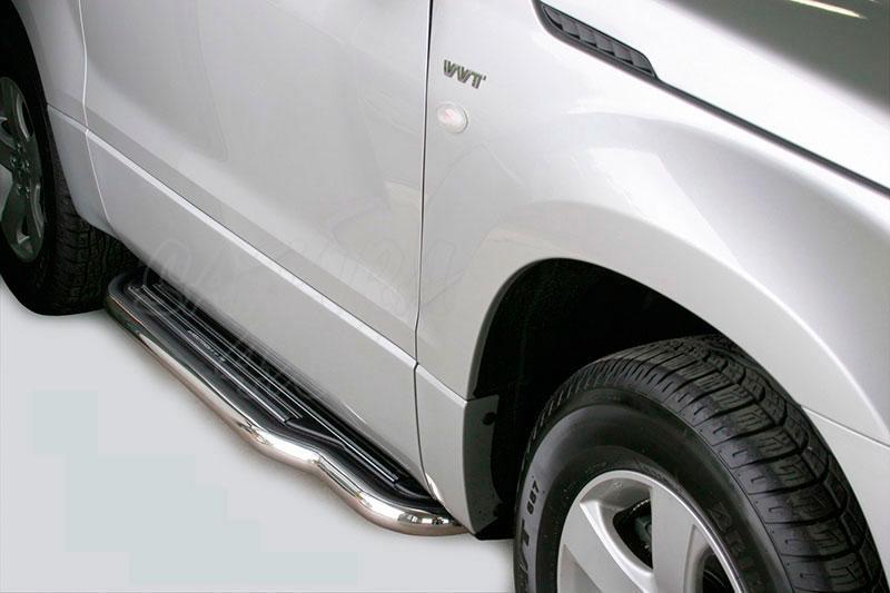 Estribos en plataforma con tubo inox Ø50mm para Suzuki Grand Vitara 2005-2008 - Para 3 puertas