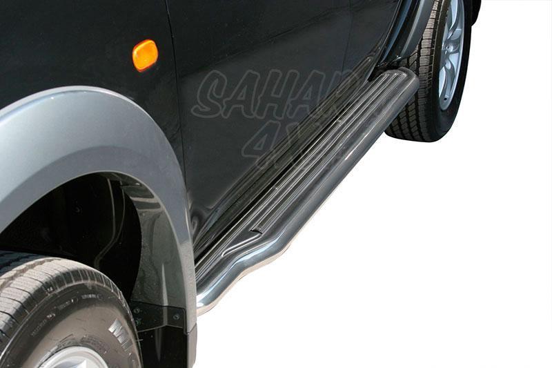 Estribos en plataforma con tubo inox Ø50mm para Mitsubishi L-200 Triton 2006-2009 - Para Doble cabina