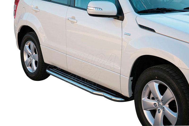 Estribos en plataforma con tubo inox Ø50mm para Suzuki Grand Vitara 2008- - Para 5 puertas