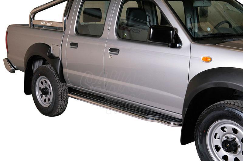 Estribos en plataforma con tubo inox Ø50mm para Nissan NP300 2008- -