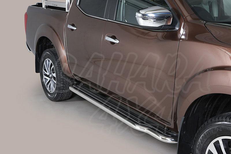 Estribos en plataforma con tubo inox Ø50mm para Nissan Navara D23