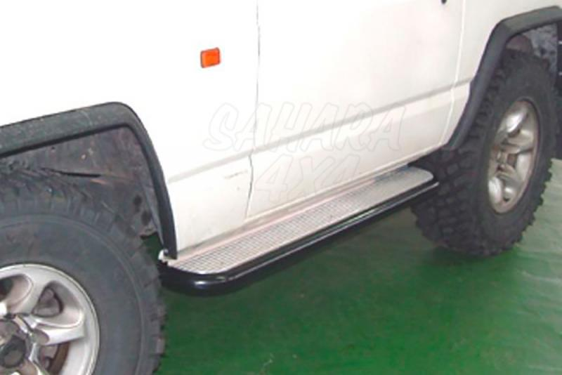Estribos en plataforma de aluminio con tubo negro Ø55mm AFN para Nissan Patrol - Para 240/260/280 (3 puertas) 1982-1998