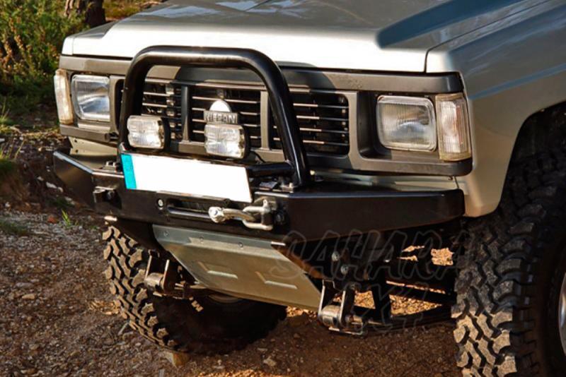 Parachoques frontal con base de cabestrante y huecos para pilotos AFN para Nissan Patrol  - Nissan Patrol 240/260/280 1982-1998