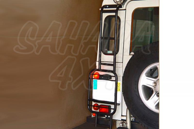 Escalera trasera de acceso al portaequipajes Land Rover Defender - Valido Defender.