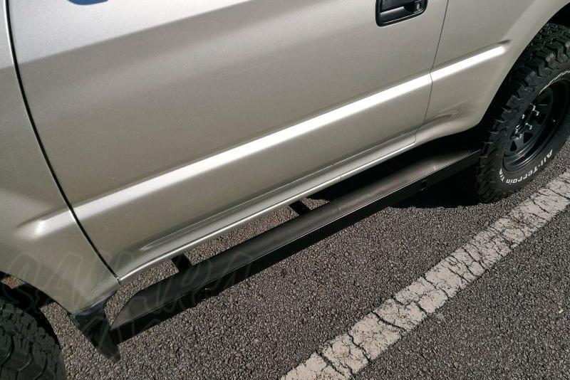 Protecciones laterales para gato sin aluminio antideslizante AFN para Toyota LandCruiser KZJ90 - Para 3 puertas.