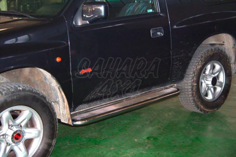 Estribos en plataforma de aluminio con tubo negro AFN para Opel Frontera 1995-1998 -