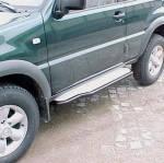 Estribos en plataforma de aluminio con tubo negro Ø50mm para Ford Maverick I y Nissan Terrano II - Ford Maverick I y Nissan Terrano II (3 puertas)