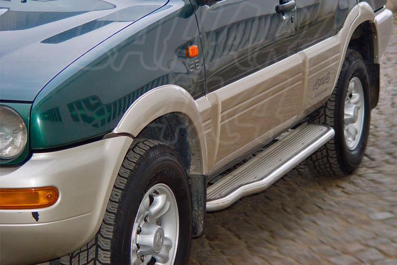 Estribos en plataforma de aluminio con tubo inox Ø50mm para Ford Maverick I y Nissan Terrano II
