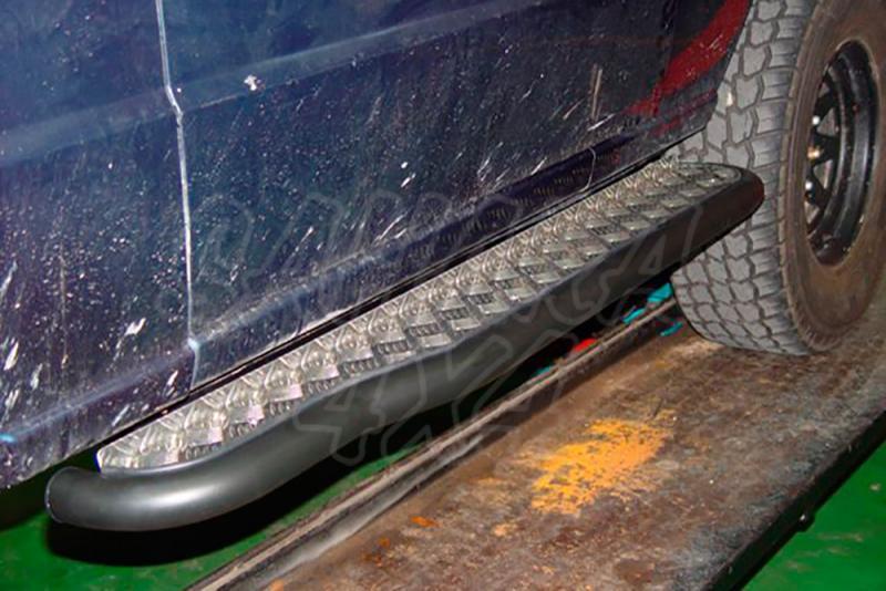 Estribos en plataforma de aluminio con tubo inox para Galloper Exceed 1991-2003 (3 puertas) -