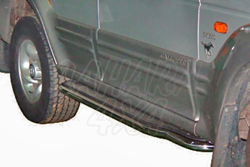 Estribos en plataforma de aluminio con tubo inox para Galloper Exceed 1991-2003 (5 puertas) -