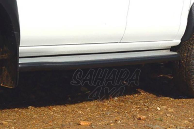 Estribos en plataforma de aluminio con tubo negro Ø50mm AFN para Nissan Navara D-22 2002-2005