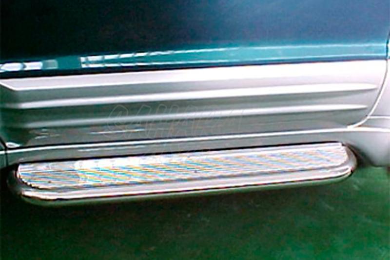Estribos en plataforma de aluminio con tubo inox AFN para Mitsubishi Montero V60/V80 - Para V60 (3p) 2000-2006 y V80 (3p) 2007-