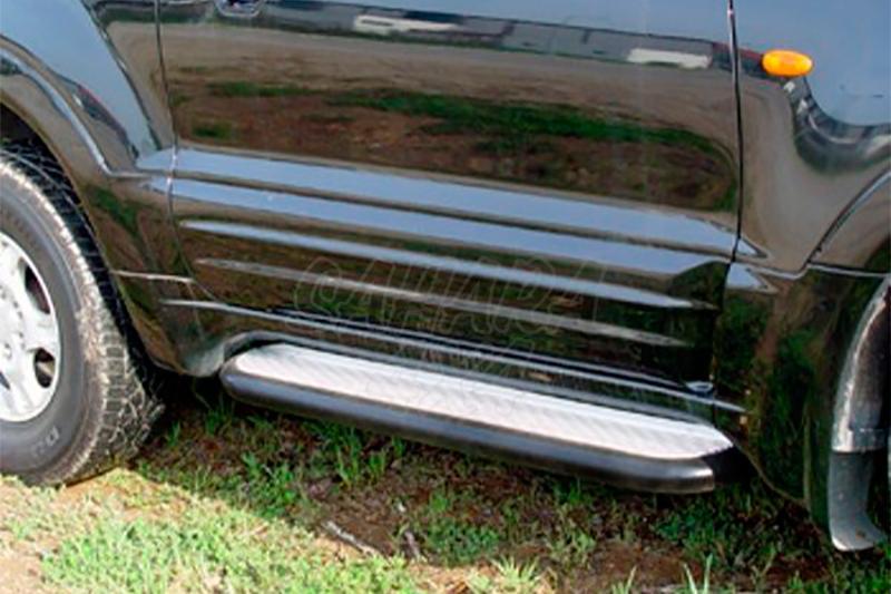 Estribos en plataforma de aluminio con tubo negro AFN para Mitsubishi Montero V60/V80 - Para V60 (3p) 2000-2006 y V80 (3p) 2007-