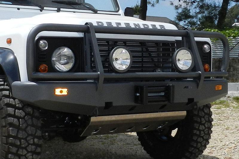 Parachoques frontal con base de cabestrante. Versión África para Land Rover Defender - Nota: Este accesorio no es homologable en España
