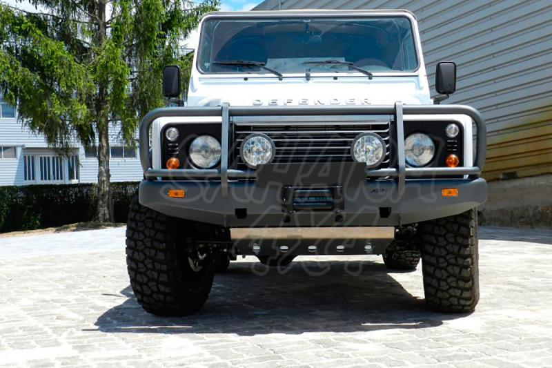 Parachoques frontal con base de cabestrante. Versión África para Land Rover Defender