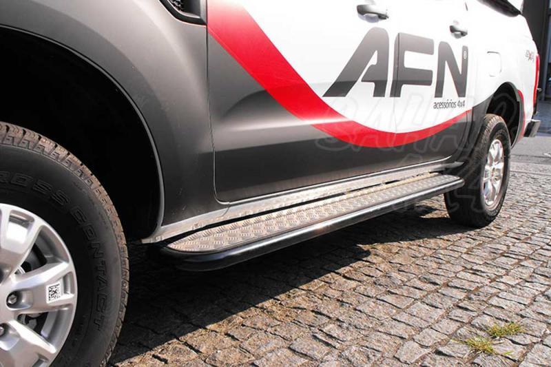 Estribos laterales en plataforma de aluminio con tubo en negro para Ford Ranger 2012- -