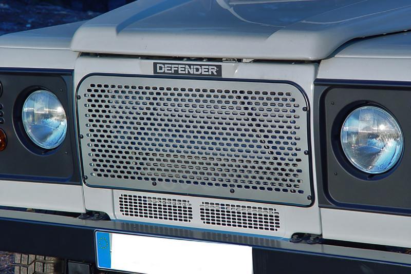 Rejilla frontal perforada AFN en duraluminio para Land Rover Defender - (18x9mm)