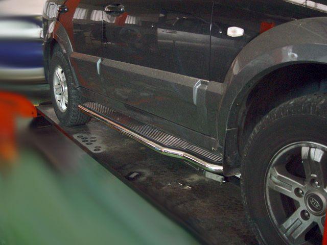 Estribos en plataforma de aluminio AFN con tubo inox para Kia Sorento 2002-2009 -