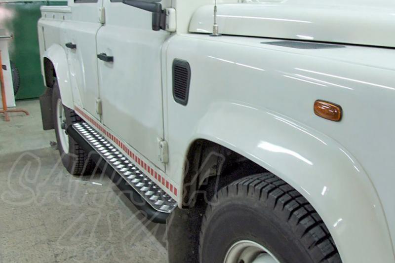Estribos en plataforma de aluminio con tubo inegro AFN para Land Rover Defender 110 1983- -