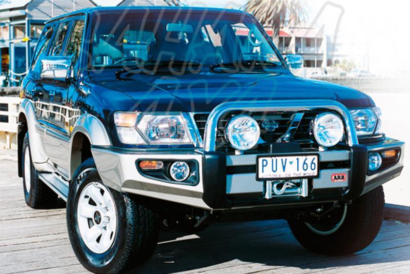 Paragolpes Delantero Sahara Bar ARB Nissan Patrol GR Y61 hasta 2004 - Seleccione su configuracion , disponible sin barra superior. Los faros van incluidos.