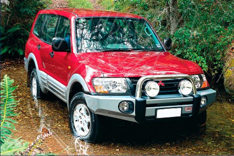 Paragolpes Delantero Sahara Bar ARB Mitsubishi Montero desde 2000 - Seleccione su configuracion , disponible sin barra superior. Los faros no van incluidos.