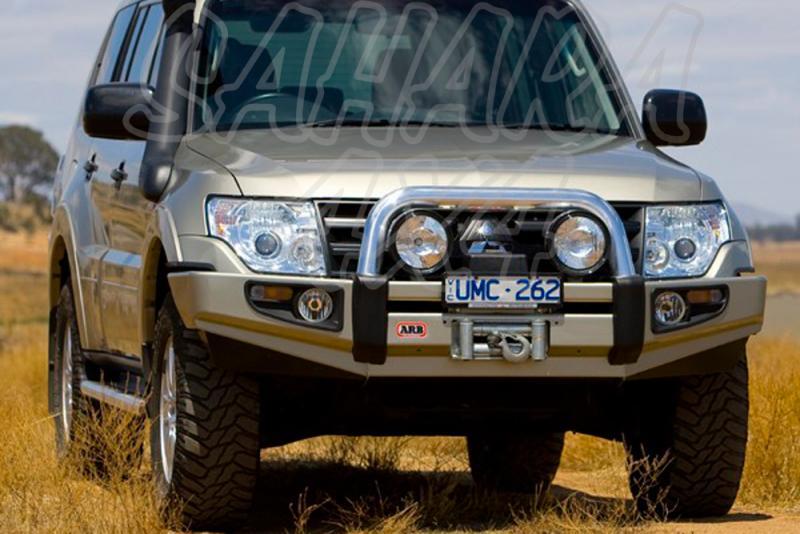 Paragolpes Delantero Sahara Bar ARB Mitsubishi Montero V80 BK  - Seleccione su configuracion , disponible sin barra superior. Los faros van incluidos.