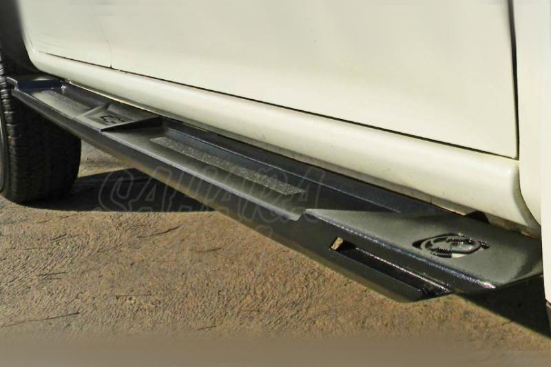 Estribos en plataforma para Isuzu D-MAX desde 2012 - Modelo Isuzu D-MAX desde 2012