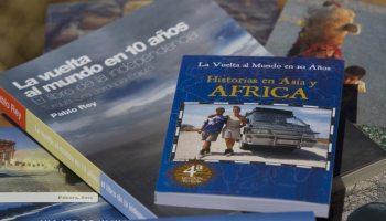 Libro La Vuelta al Mundo en 10 años AFRICA - Pequeño libro de bolsillo que relata las aventuras de Pablo Rey y Anna Callau