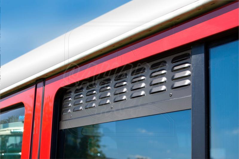 Placas de ventilación de las ventanas laterales traseras - Valido para varios modelos, Precio de 2 unidades