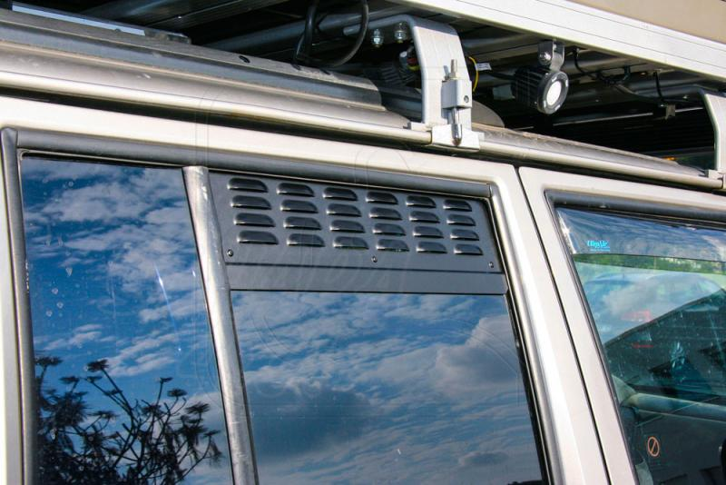 Placas de ventilación de las ventanas laterales traseras Jeep Cherokee XJ